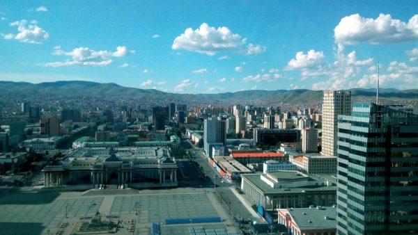 Вид на Улан-Батор с 23-го этажа The Blue Sky - главного небоскреба Улан-Батора